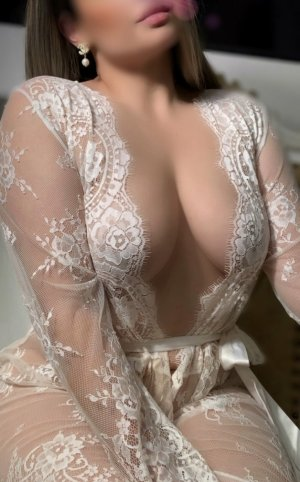 Ouassila tantra massage & escort girl