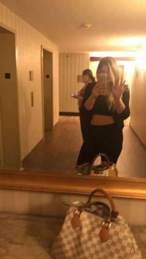 Maelye escorts in Alsip