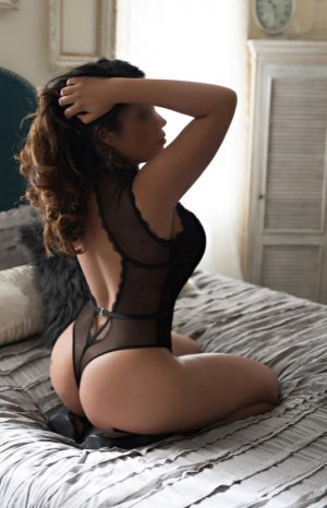 Aines escort girl and nuru massage